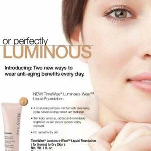 TimeWise Luminous-Wear Foundation Ivory 3